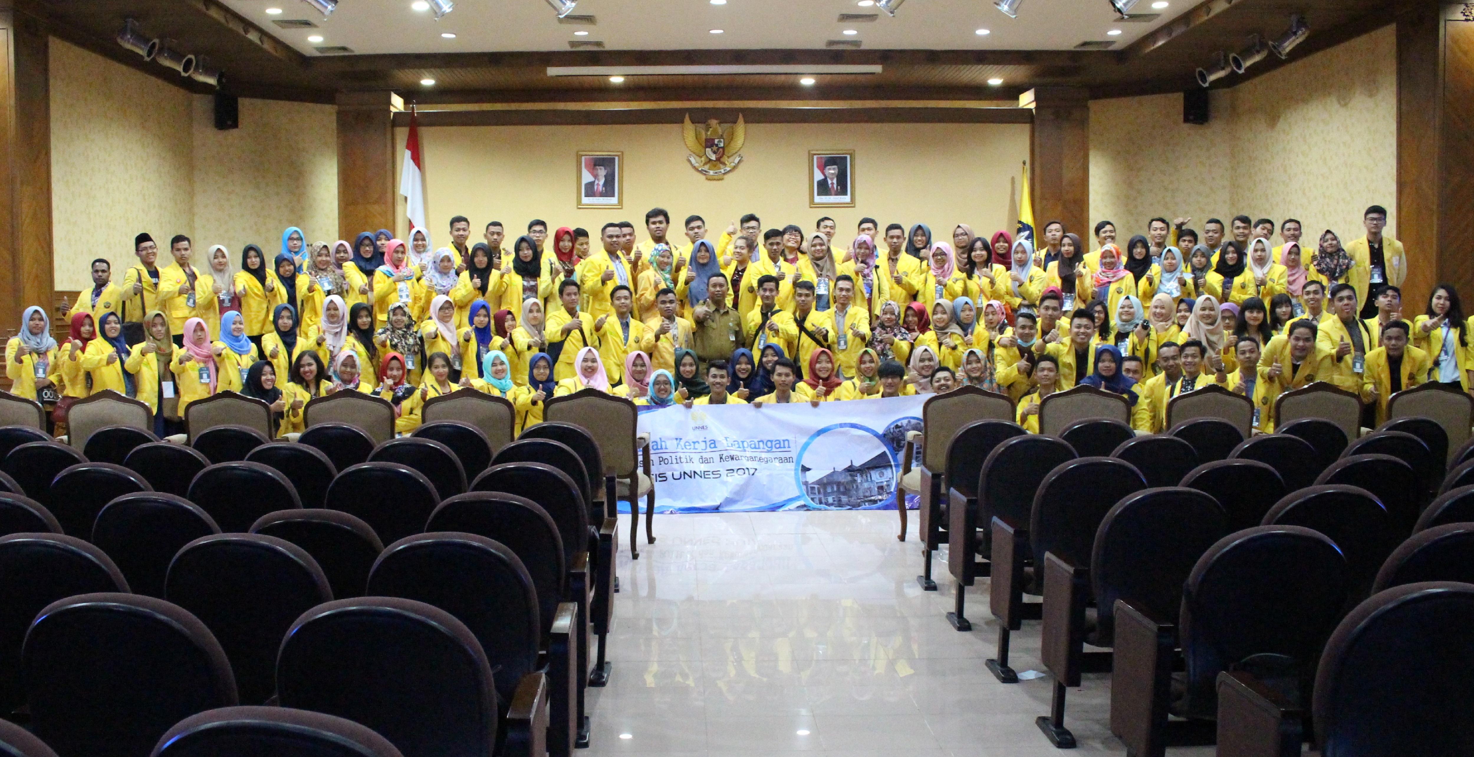 Mahasiswa PKn UNNES Ikuti KKL ke Bali